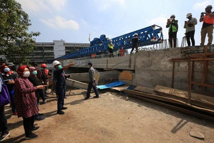 Risma Minta Percepat Pembangunan Jembatan Joyoboyo