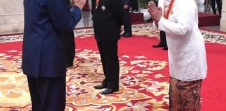 Gubernur Khofifah Terima Bintang Mahaputera Utama dari Presiden karena Dinilai Berjasa Bagi Indonesia