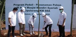 Mandiri Syariah Tanam 1000 Pohon di Area Masjid Tol Cipularang