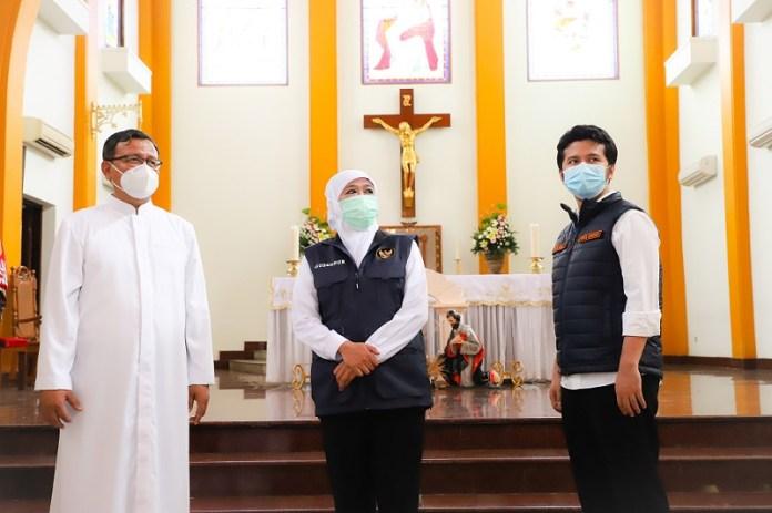 Gubernur Khofifah Tinjau Gereja Pastikan Kondisi Aman dan Patuhi Protokol Kesehatan