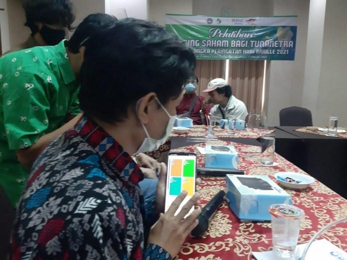 BEI Gandeng LP Tuna Netra Sosialisasikan Pasar Modal pada Penyandang Disabilitas Tuna Netra