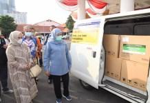 Gubernur Khofifah Terima Bantuan 10 Ribu Alat Rapid Test Antigen dari Alumni ITB