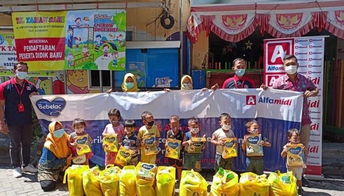Bebelac dan Alfamidi Berikan 1.000 Parcel Hebat Kebaikan di 13 Provinsi
