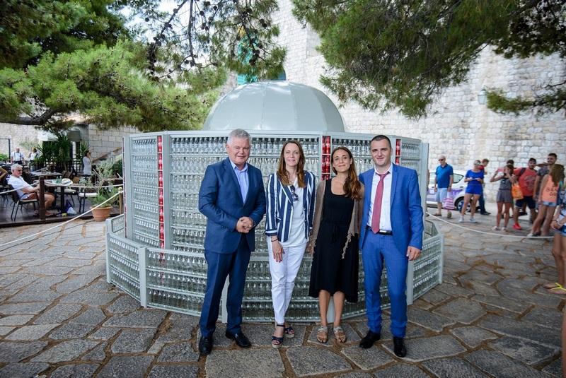 Dubrovnik, 15.07.2016 - Coca cola predstavila repliku Onofrijeve fontane od 2500 praznih bocica Coca Cole