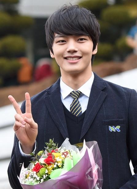 Fo Yeo Jin Goo ketika lulus SMA