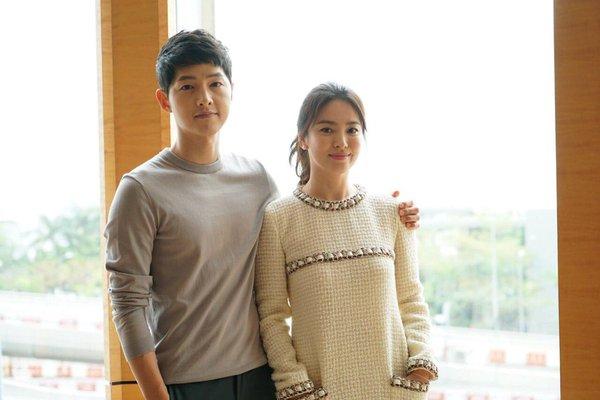 Inilah Dr. Kang Mo Yeon dan Kapten Yoo Sijin Descendants of the Sun
