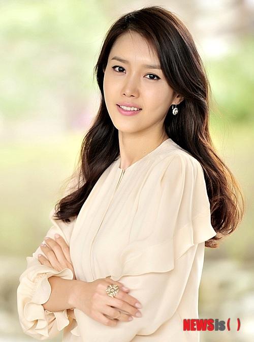 Senyum Chae Jung Ahn