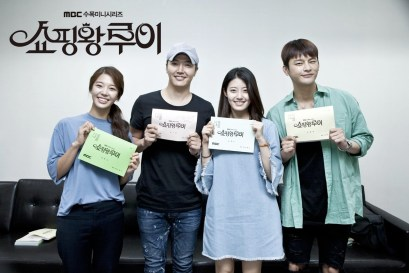 "All Main-Lead Actors in the First Script Reading of ""Shopping King Louie"""