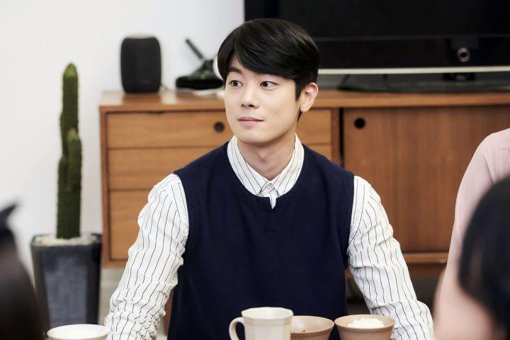 Choi Chan Ho Sebagai Shin Hyun Jae