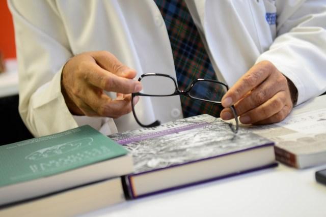 A la par de su trabajo en genética, Gómez ha escrito libros sobre la historia de la medicina, el recorrido de la genética en Colombia y los viajes de expedicionarios como Mutis, Codazzi y Humboldt.