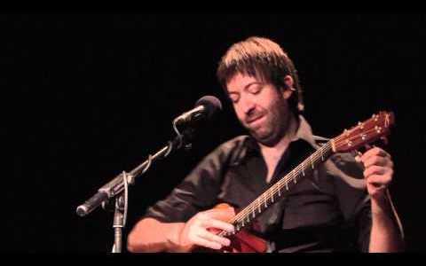 Comparte Síguenos Parece que está inventado todo en la música, pero no son pocos vídeos […]