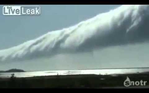 Comparte Síguenos Extraño rollo giratorio de nubes en el horizonte en Ontario (Canadá). Insólitas ondulaciones […]