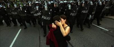 Beso Policía