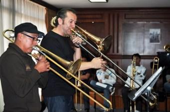 escucha el trombon