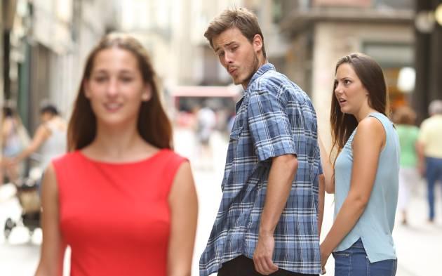 meme 2017 el prometido distraido