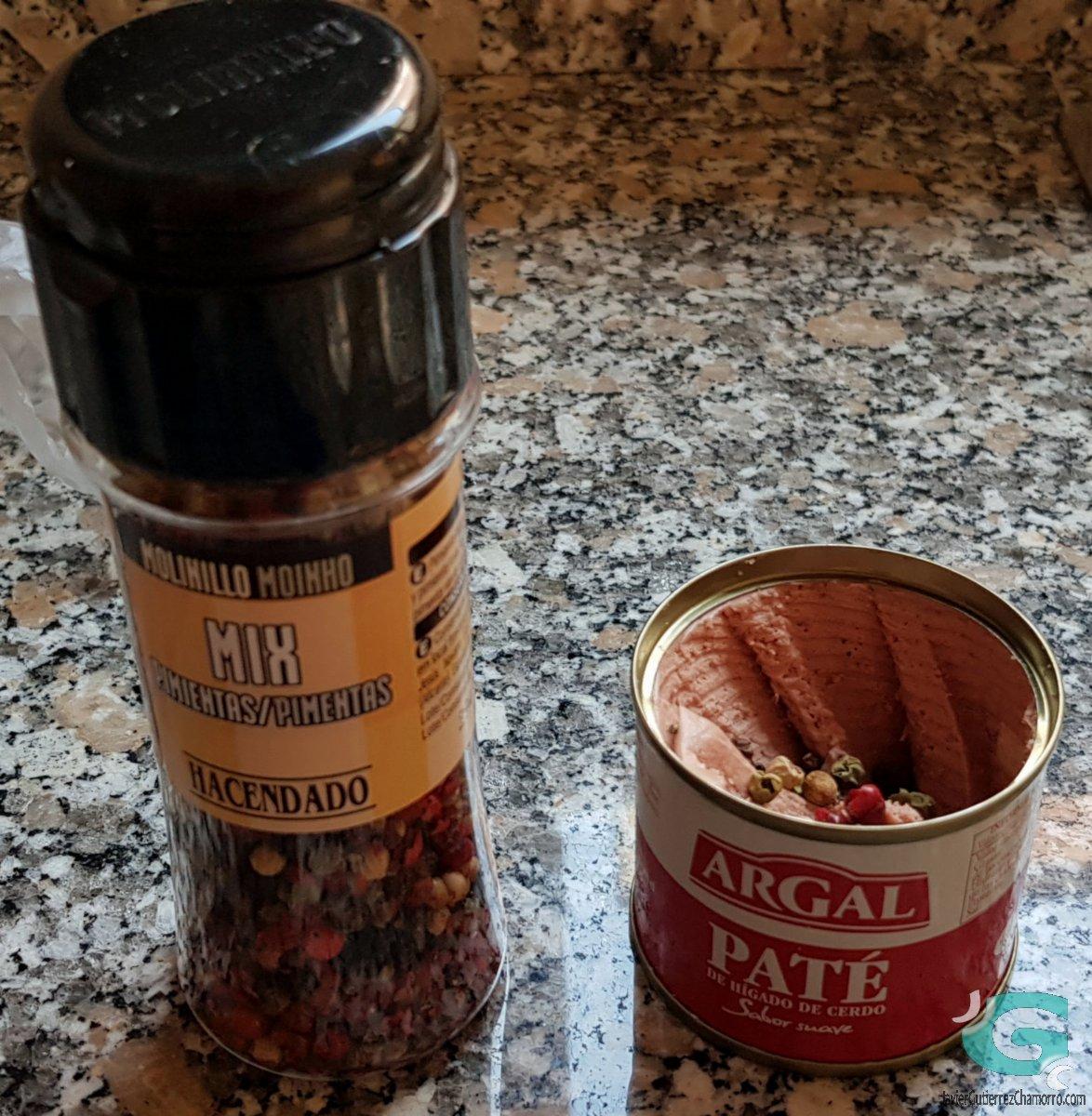 Tostadas de paté a la pimienta