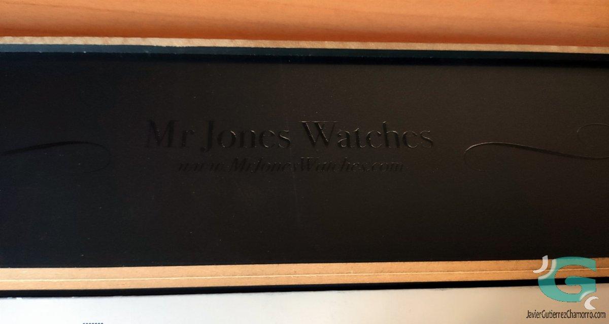 Mr Jones Robotto Shi