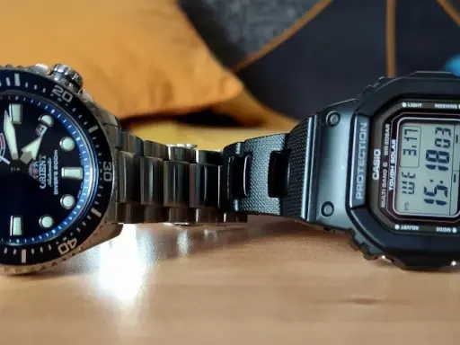 Comparativa Casio G-Shock GW-5000 contra Orient Neptune. Relojes Made in Japan