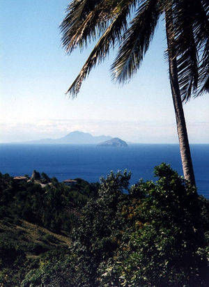 Redonda -al fondo Montserrat- (javiermarias.es)