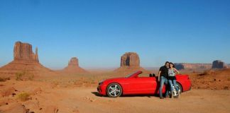 En Monument Valley con nuestro Camaro 2SS rojo descapotable