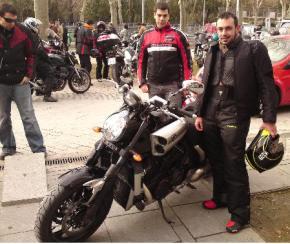 Jorge y Carlos con la super moto