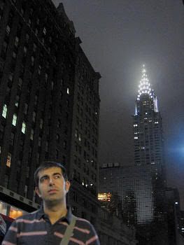 Javi en NYC. El chrisler building al fondo (verano de 2006)