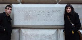En el exterior del edificio de la Reserva Federal de Estados Unidos en Manhattan