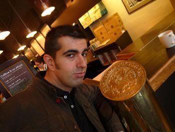 En la primera cafetería de Starbucks del mundo