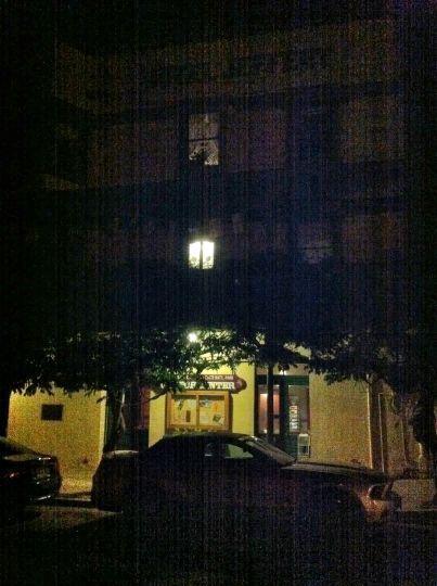Pasando por Coulterville de noche pero sin quedarnos a dormir en el Hotel Jeffery (verano de 2012)