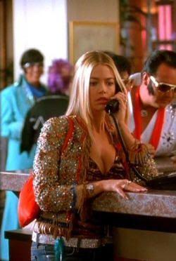 "Denise Richards en ""Love Me Tender (Elvis Has Left the Building)"" (2004)"