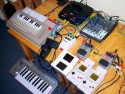 """""""Moderno"""" equipo de composición de chiptunes"""