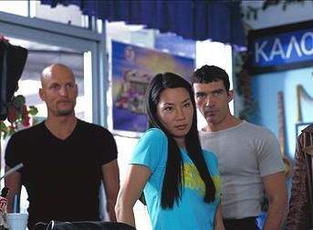 "Woody Harrelson, Lucy Liu y Antonio Banderas en ""Jugando a Tope"" (""Play it to the Bone"", 1999)"