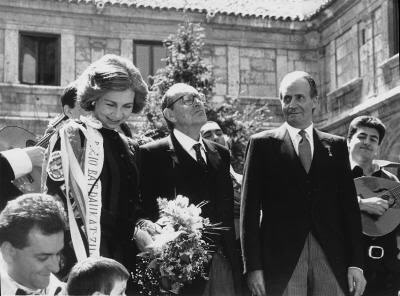 Delibes, con los Reyes de España y la tuna