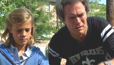 """Clint Eastwood con una de sus hijas en """"En La Cuerda Floja"""""""