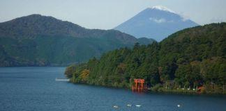 Lago Ashi con el monte Fuji al fondo (Japón)