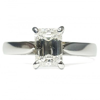 18ct White Gold Baguette Cut Diamond Solitaire