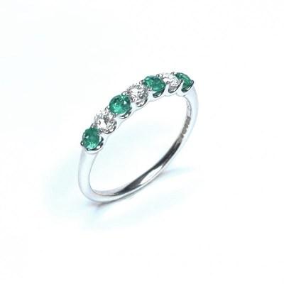 18ct White Gold Emerald & Diamond Ring