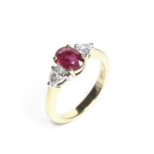 An image of 18CT YELLOW GOLD RUBY & DIAMOND RING
