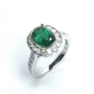 18ct White Gold Emerald & Diamond Ring