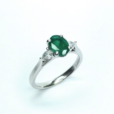 Platinium Emerald & Diamond Ring