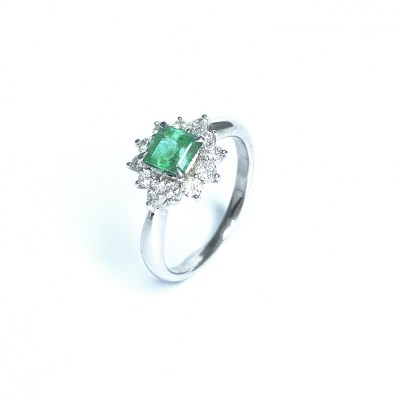 Second Hand Emerald & Diamond Ring in Platinum