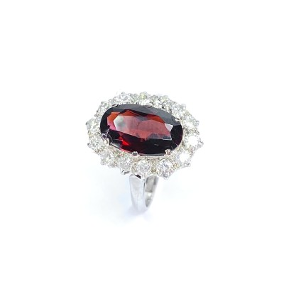 Second Hand 18ct White Gold Platinum Set Garnet & Diamond Cluster Ring