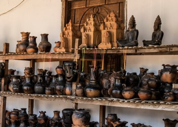 Many different shapes and sizes of pots and figurines