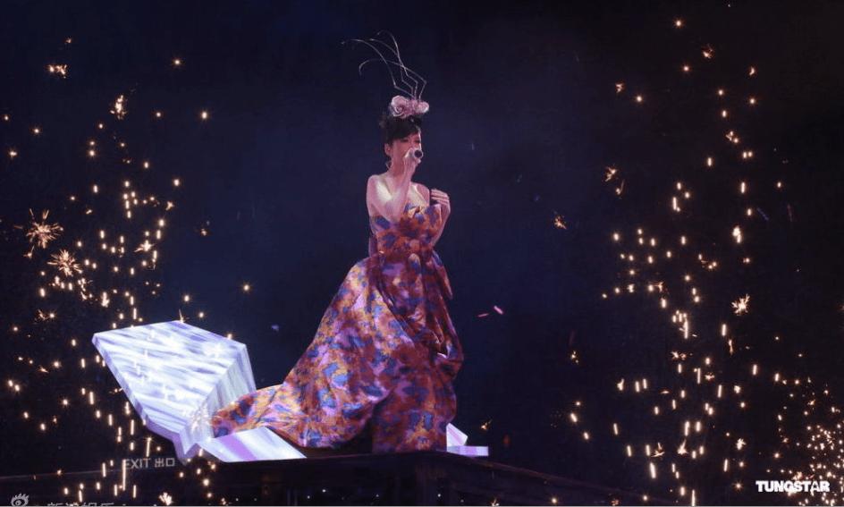 Deep V-25th Anniversary Concert of Vivian Chow   JayneStars.com