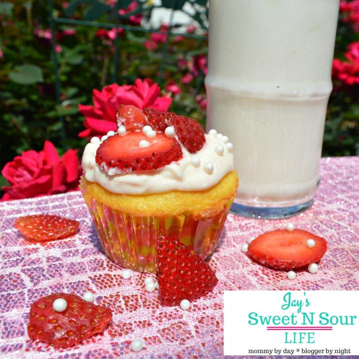 Vanilla Cupcakes With Strawberry Cream Cheese Frosting