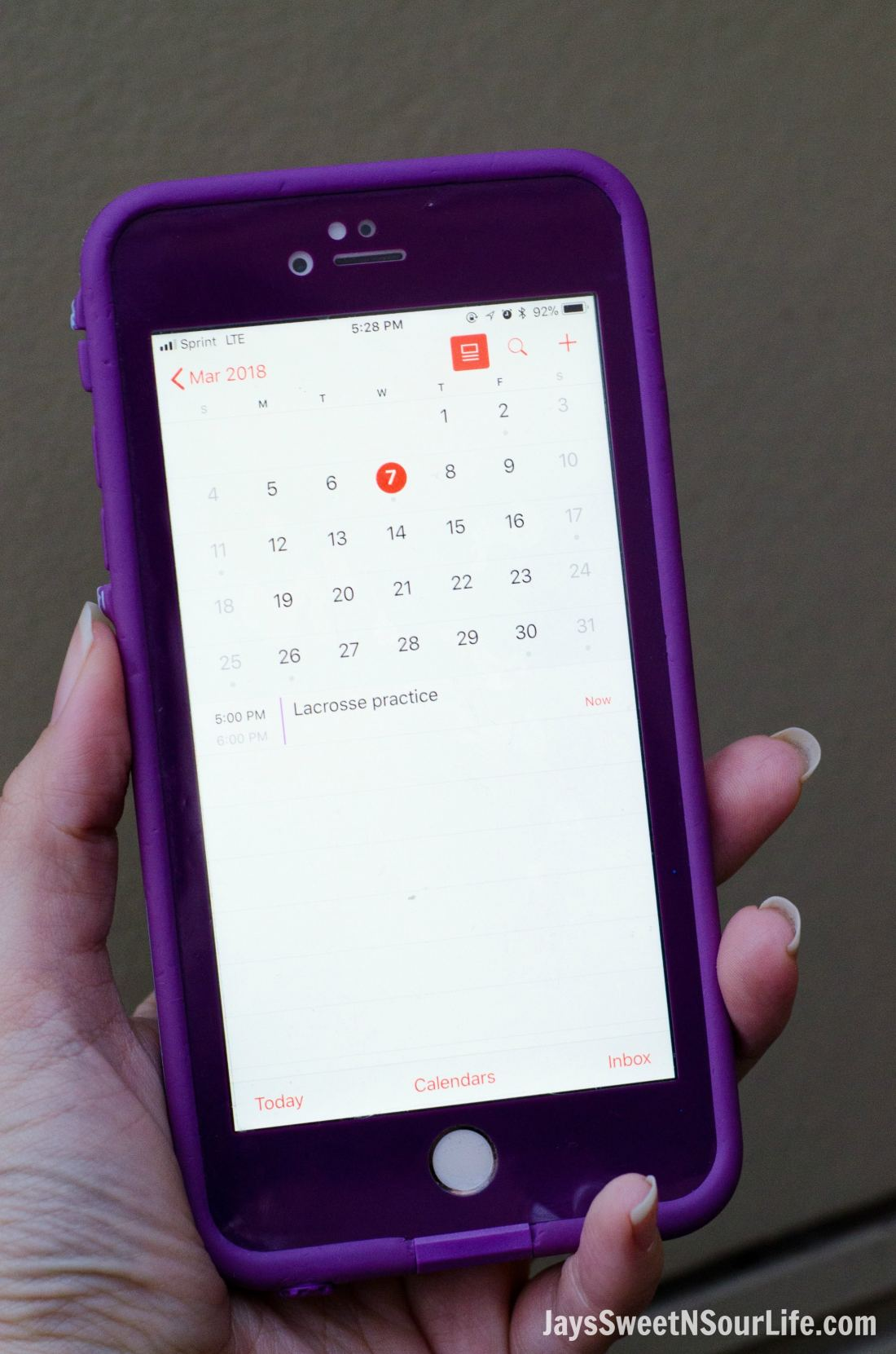 5 tips for the on the go mom. Use calendars you can find in your phone or online to help organize daily activtiy schedules.