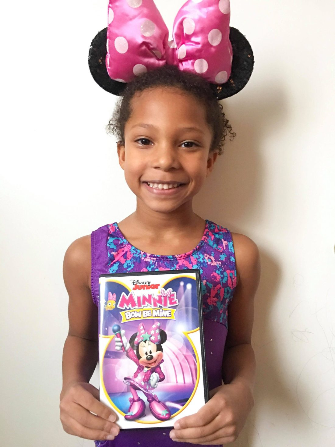 Esuun Holding DIsney Jr. Minnie: Bow Be Mine DVD. Minnie and Daisy are tackling new adventures in their newest Disney Jr. DVD Minnie: Bow Be Mine. Filled with 12 fun-filled episodes plus bonus content.