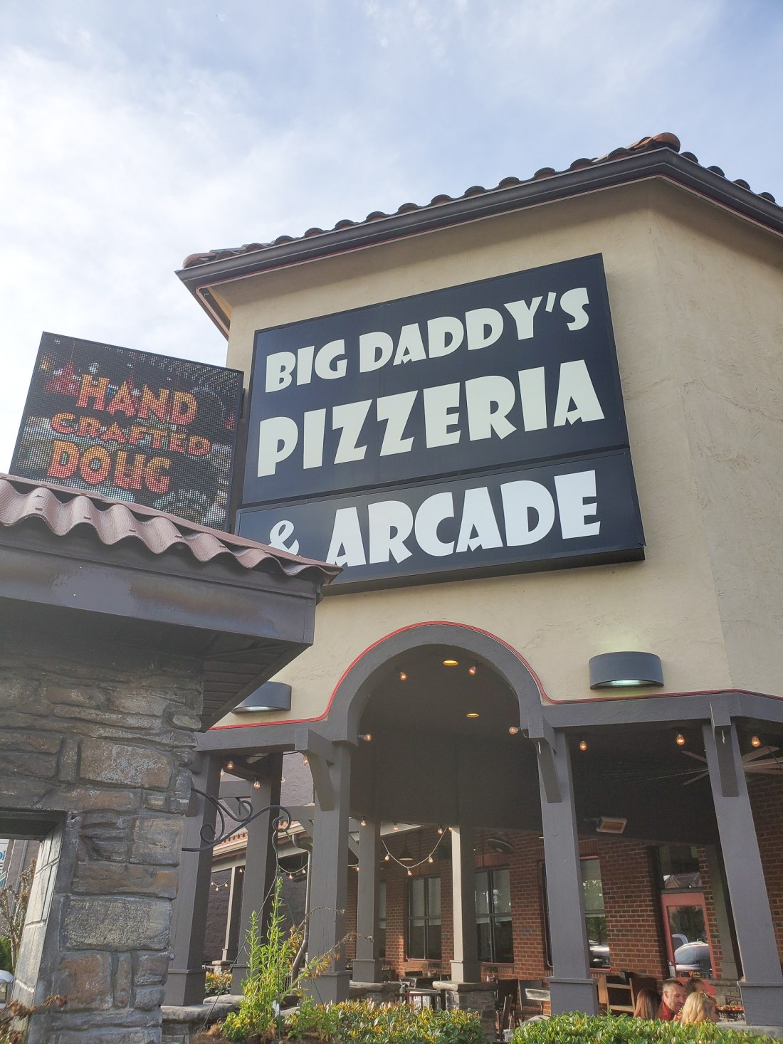 Big Daddy's Pizzeria Pigeon Forge, TN. This is not your average pizza pie! At the heart of Big Daddy's is a 550 degree, wood-fired flame inside of a one-of-a-kind brick oven. Read all about why this freshly made pizza is my families go to pizza joint in Pigeon Forge, TN.