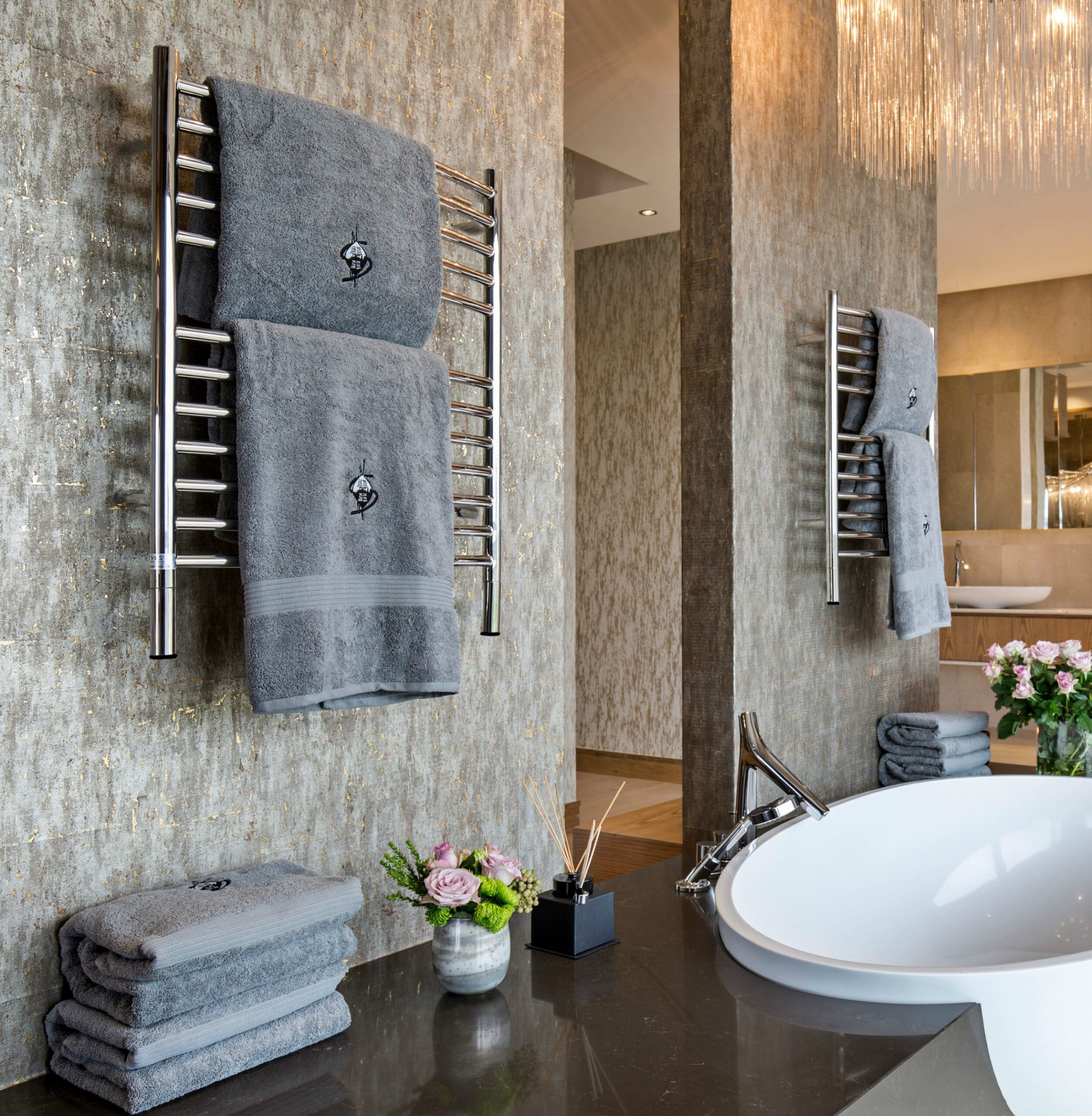 Amba Jeeves Classic E Curved Polished. Have ever thought about purchasing a Heated Towel Rack for your home? Freestanding heated towel racks units only need to be plugged in, come in a variety of space-saving models, and are very affordable. Adding a heated towel rack can save from having to launder towels as often and the racks can also be used to dry clothing.