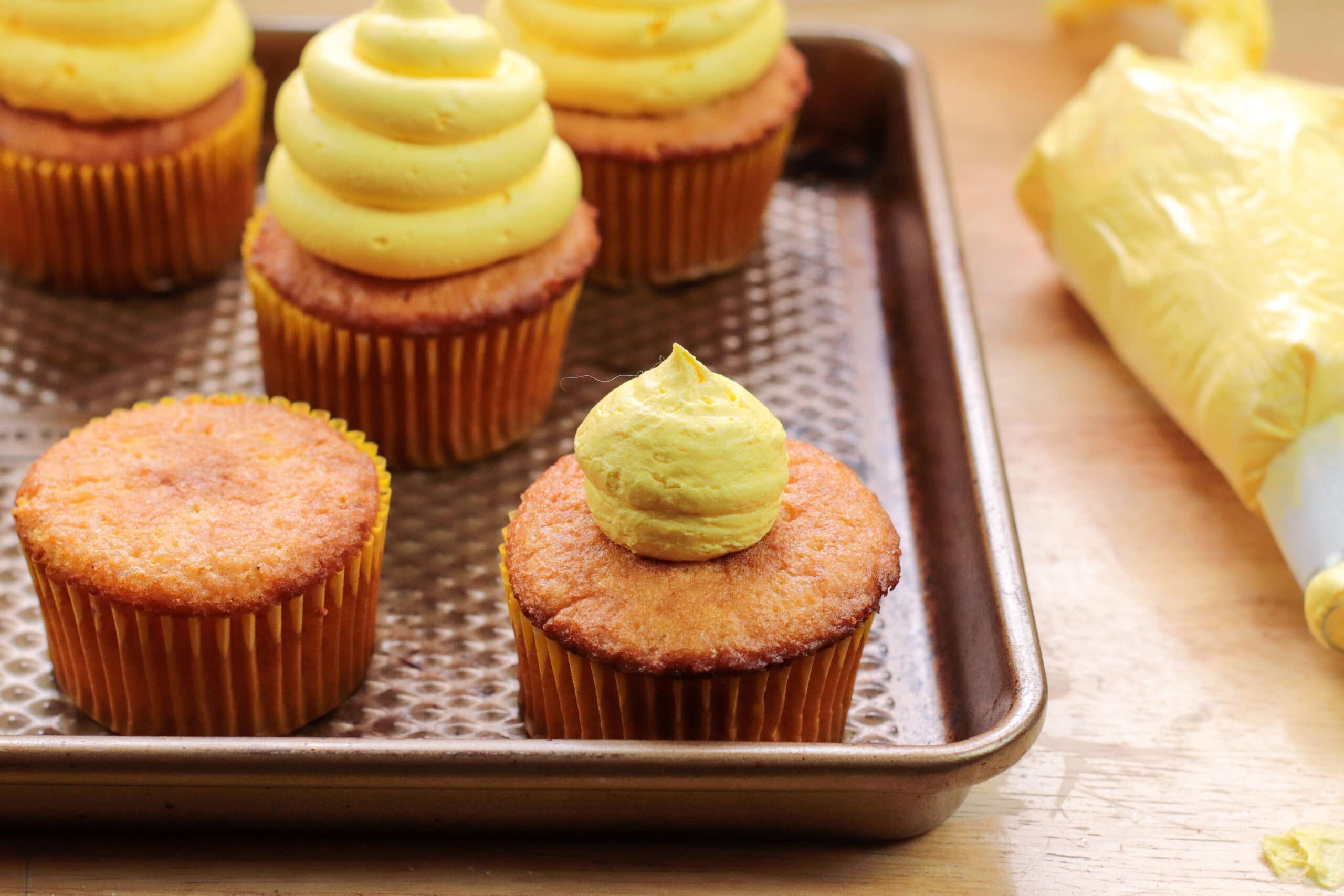 Honey Cinnamon Cupcakes Frosting Steps 6-8. These Bumblebee Honey Cupcakes with Honey Cream Cheese Frosting are insanely delicious. Made with a touch of honey and cinnamon, these bumblebee inspired cupcakes are almost too cute to eat.